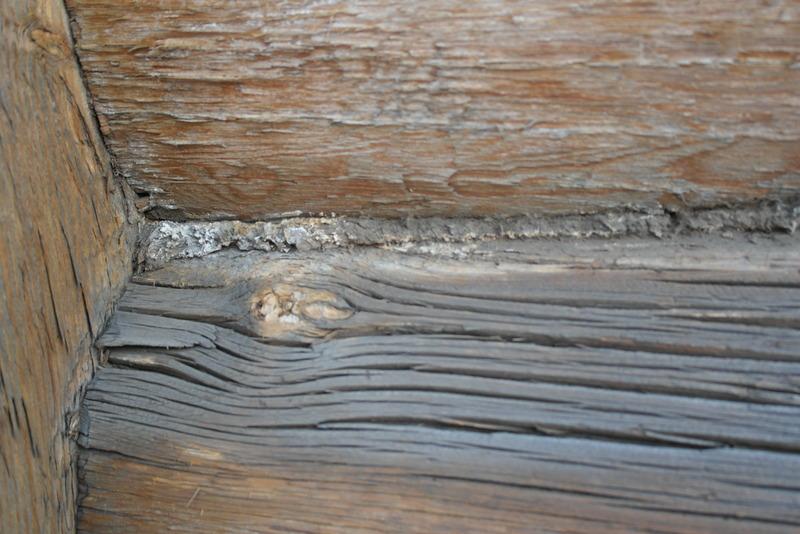 08-de-ruimtes-tussen-de-balken-gevuld-met-touw