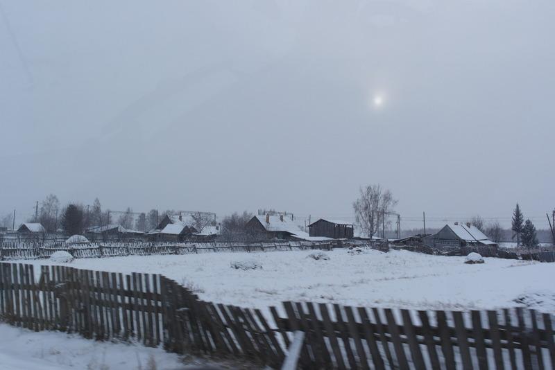 18-2-december-zondagochtend-we-rijden-door-verstilde-besneeuwde-dorpjes