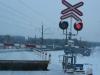 13-gesloten-spoorwegbomen-en-extra-opklapbare-verkeersdrempels-om-te-voorkomen-dat-de-autos-de-baan-op-rijden