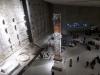 08 in het 9-11 Memorial Museum - overzicht hal met fundamenten met The Last Colum from Ground Zero