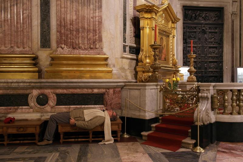 st Isaac cathedraal; Wim bestudeert de plafonds