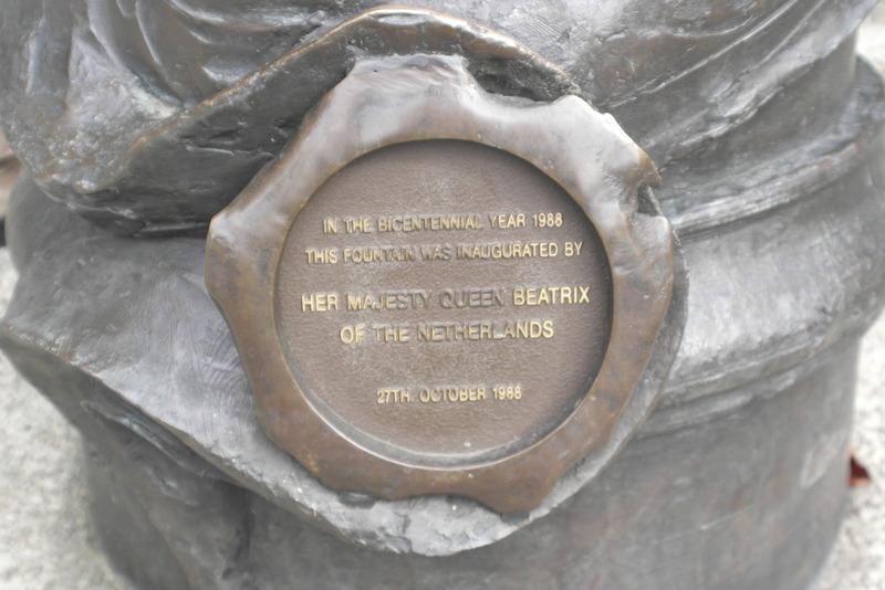 205-27-okt-1988-is-de-tasman-fontein-ingehuldigd-door-koningin-beatrix
