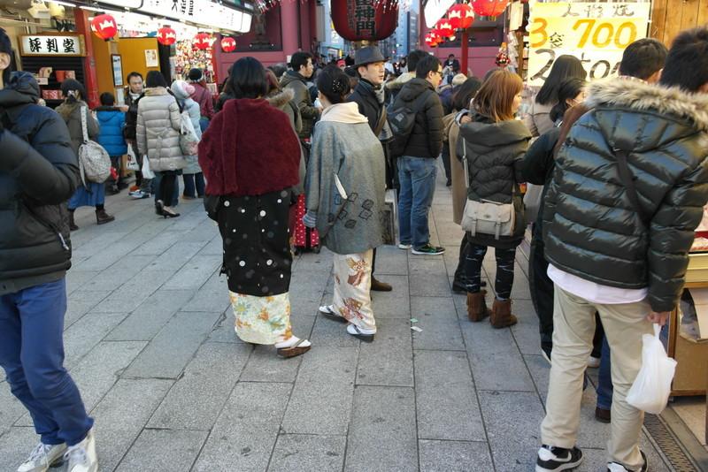 114-wandelen-langs-de-kraampjes-bij-kaminarimon-gate-asakusa-tokyo
