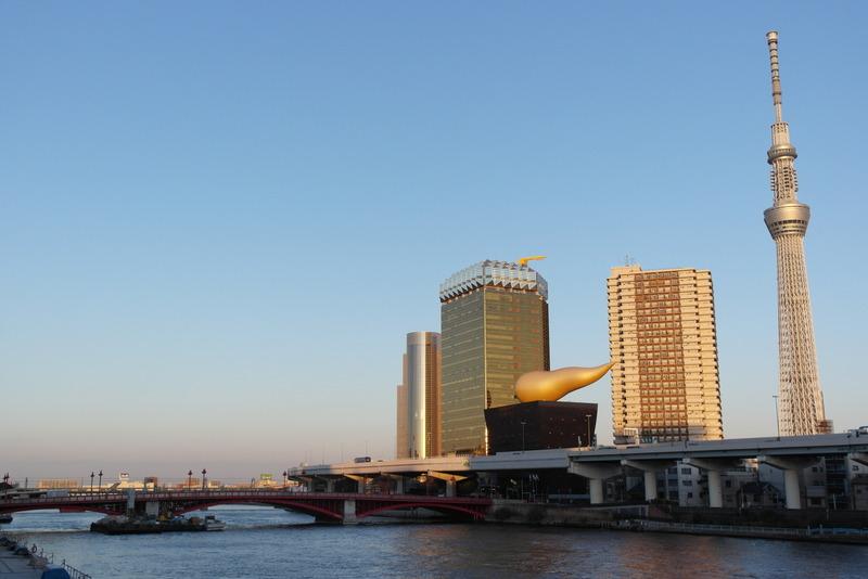 140-wandelen-over-de-blue-bridge-over-sumida-river-asakusa