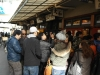 124-in-de-rij-voor-sushi-restaurant-bij-vismarkt-tsukije