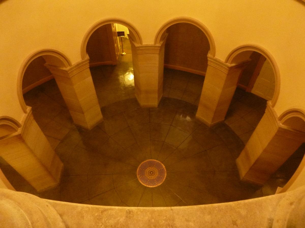 12 in de onderste verdieping waar plaats was voor een Tombe, deze is historisch leeg gebleven