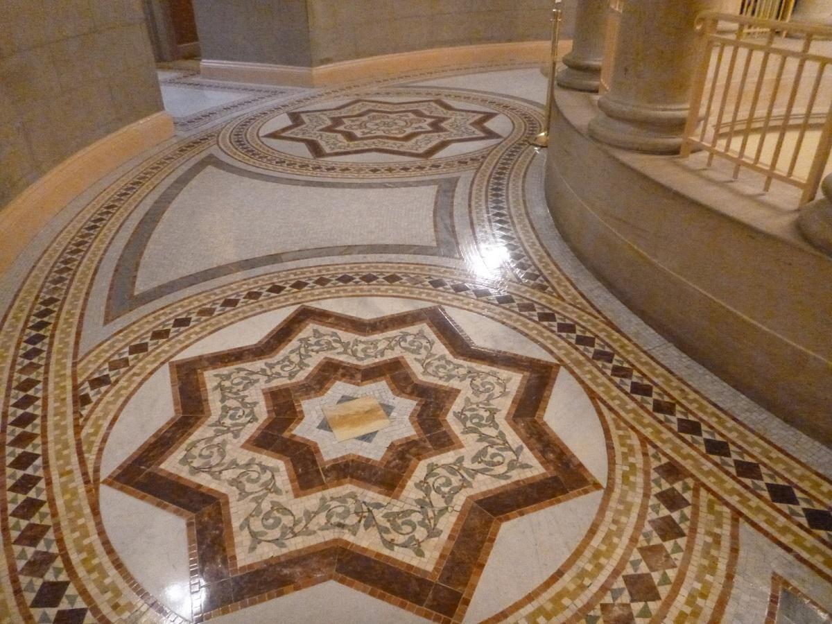 14 detail van tegelmozaikvloer in deze historische rontonde