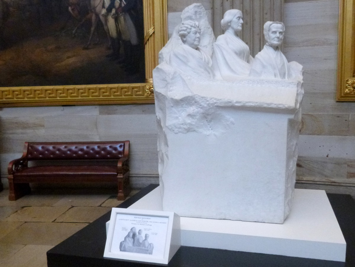 """7 """"Portait Monument"""", van 3 vrouwen die een belangrijke rol speelden in de vrouwenrechten. De 4e (nog) niet uitgebeelde vrouw als symbool voor degene van evenveel waarde"""